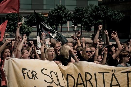 '연대를 위해' - 6월 18일 동맹 시위를 벌이는 독일 학생들