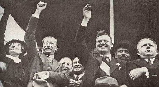 1936년 프랑스에서 인민전선 정책을 채택한 사회당의 레온 블룸(좌)과 공산당의 모리스 토레즈(우)