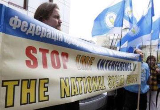 2001년 최저 임금을 인상하지 말라는 IMF '권고'에 항의하는 우크라이나 노동자들