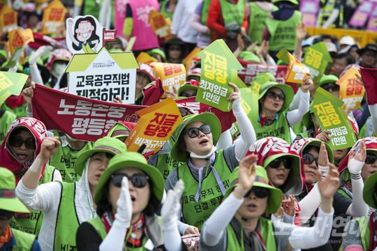 최저임금 1만 원 요구는 저임금 노동자들의 처지 개선을 위한 최소한의 요구