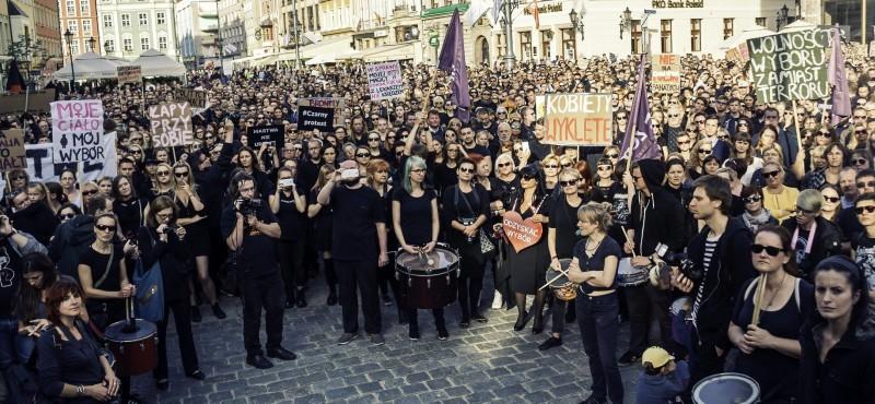 지난해 폴란드 검은 시위