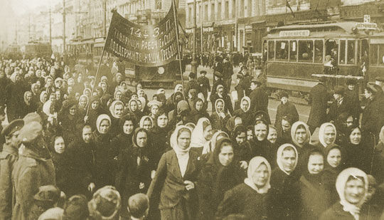러시아혁명은 여성차별을 깨뜨릴 진정한 수단이 무엇인지 보여 줬다.