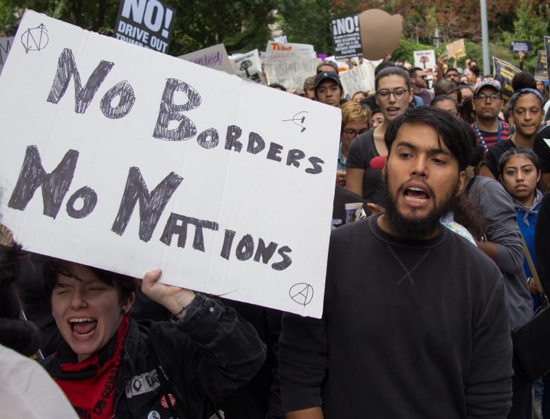 국경과 민족으로 분열 말라