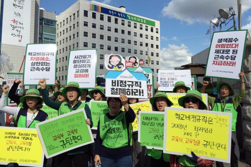 정부의 최저임금 인상 무력화에 노동자들이 상당히 분노하고 있다