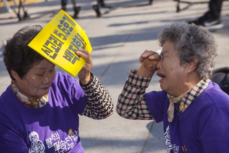 10월 20일 신고리 5·6호기 건설 재개 발표를 듣고 낙담한 밀양 할머니들