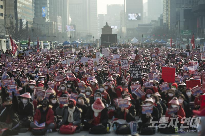올해를 달군 불법촬영 항의운동의 마지막 시위