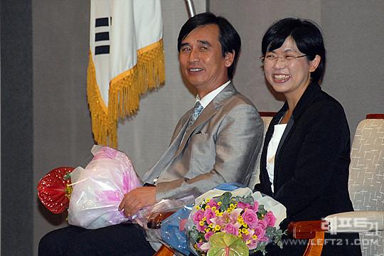 7월 14일 《미래의 진보》 출판기념회에 유시민과 나란히 참석한 이정희 대표