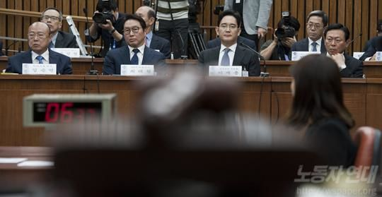 박근혜와 재벌=부패한 공생 관계
