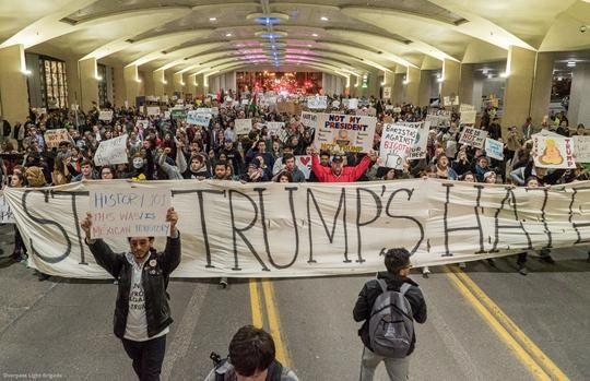 트럼프에 맞서 일어나는 미국의 대중 운동이 심상치 않다