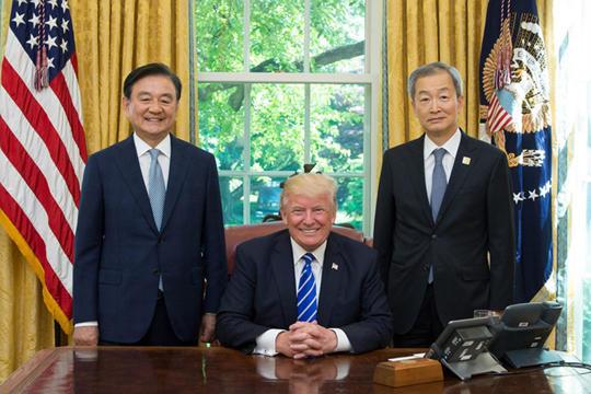 문재인이 트럼프의 동아시아 정책에 타협할 것을 경계하라