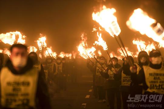 노동자들이 다수를 차지한 박근혜 퇴진 촛불 운동