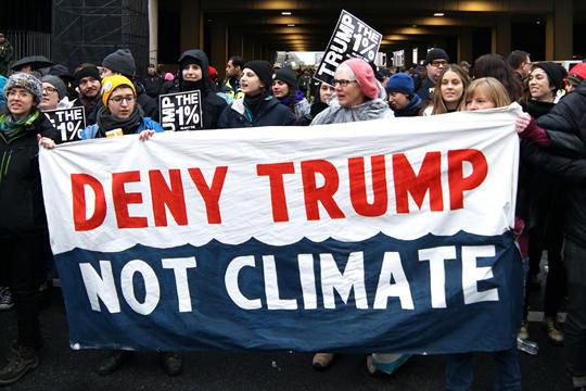 """""""우리가 부정해야 할 것은 기후변화가 아니라 트럼프"""""""